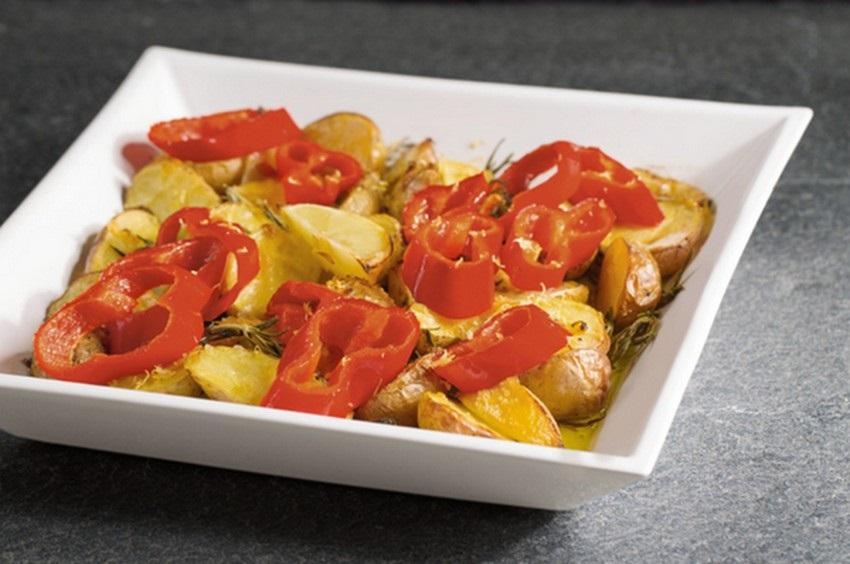 Citrónové brambory s bylinkami a špičatou paprikou