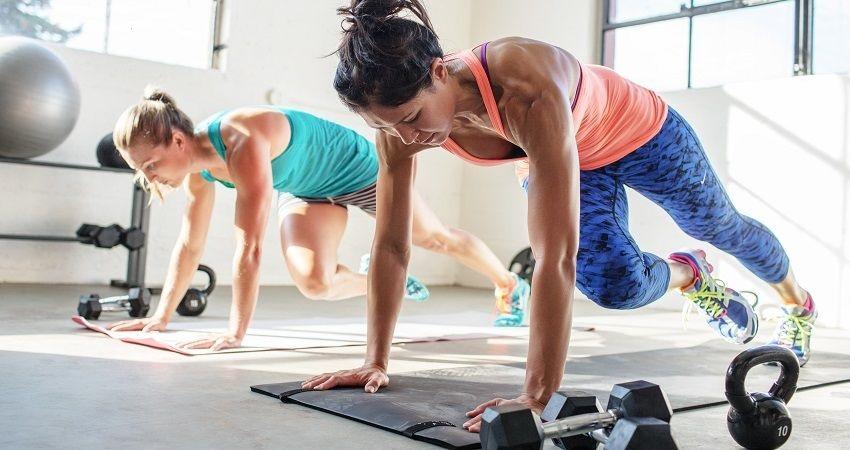 Fitness; kardio cvičení; činky