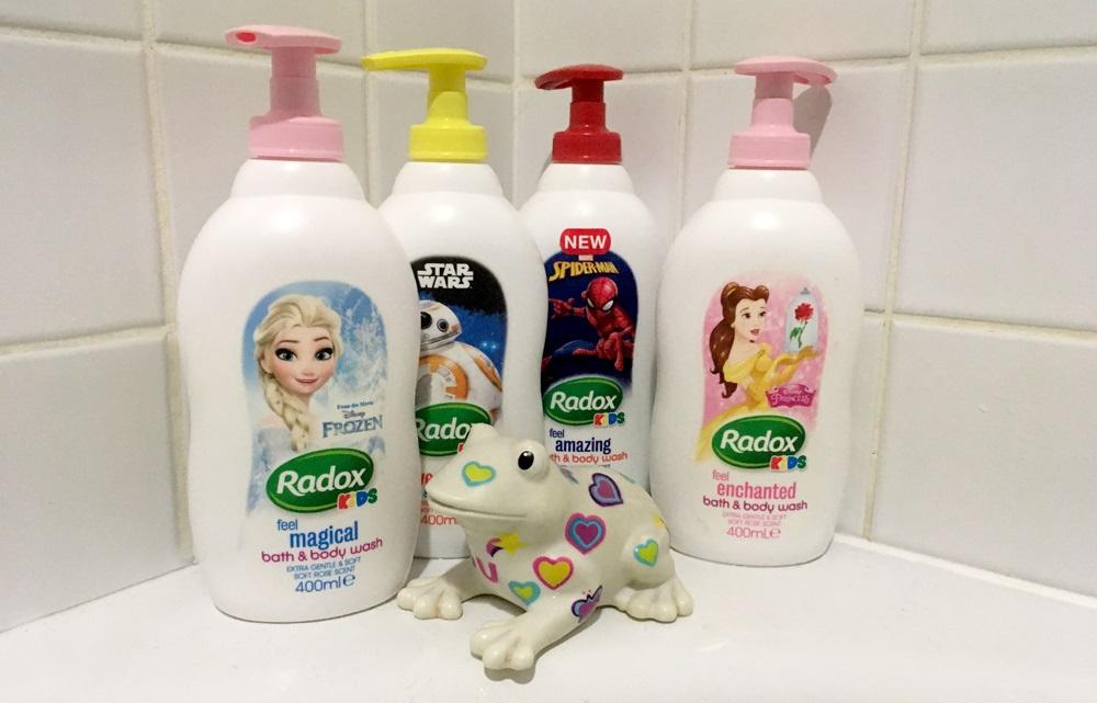Čtyři produkty s oblíbenými dětskými hrdiny v podobě sprchového gelu a pěny do koupele od Radox