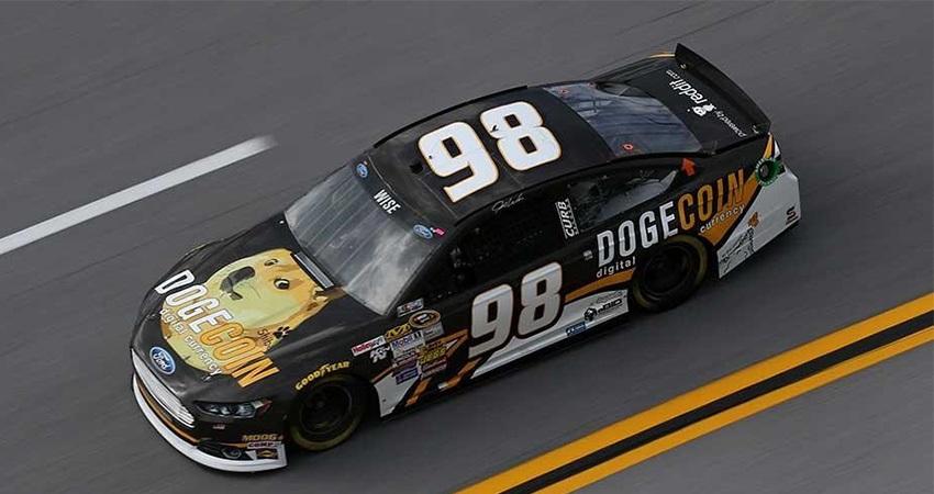 dogecoin, kryptoměny, NASCAR
