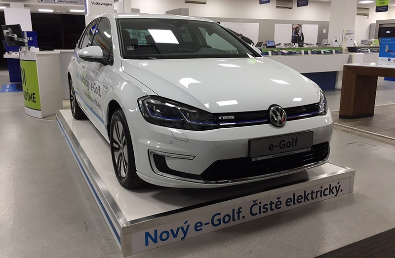 Nový Volkswagen e-Golf, Alza Showroom
