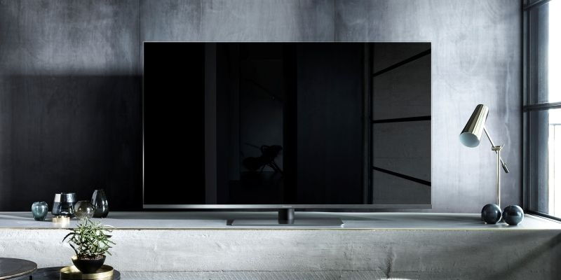 Televize Panasonic FX780 je designová lahůdka se skleněným rámem