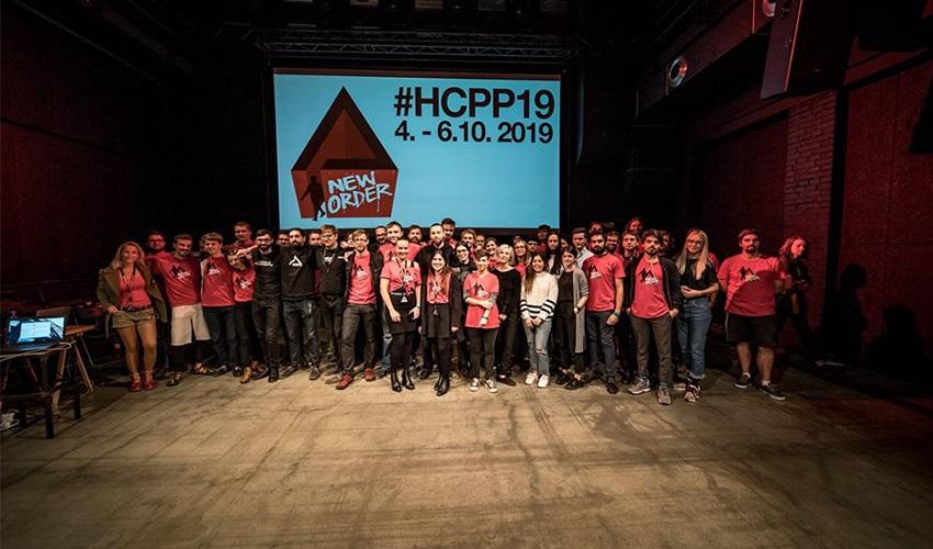 Hackers Congress Paralelní Polis 2018; HCPP18; reportáž; Praha; společná fotografie
