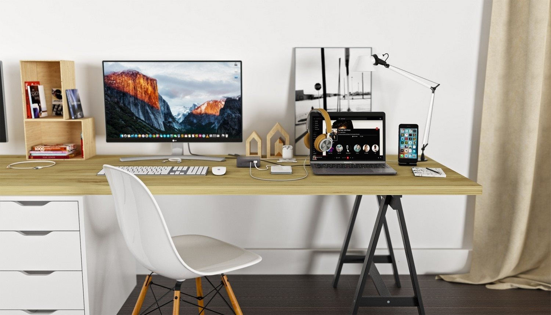 Dokovací stanice i-TEC USB-C Metal 4K, na stole