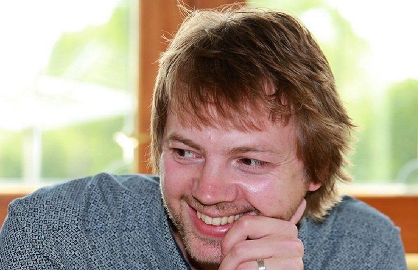 James Hazel; Jepice; spisovatel
