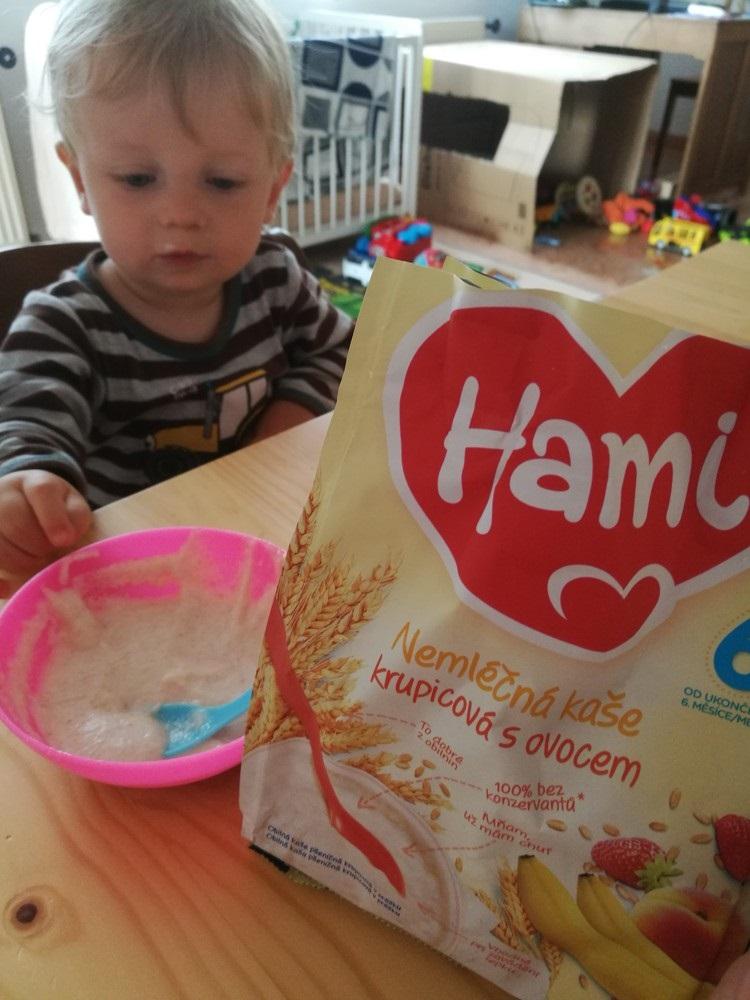 Nemléčná kaše s ovocem od Hami má příjemou chuť a vůni