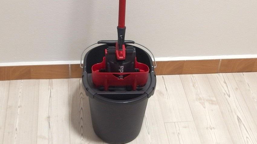 mop Ultramax s odepínacím hadrem a kbelík se ždímacím košem