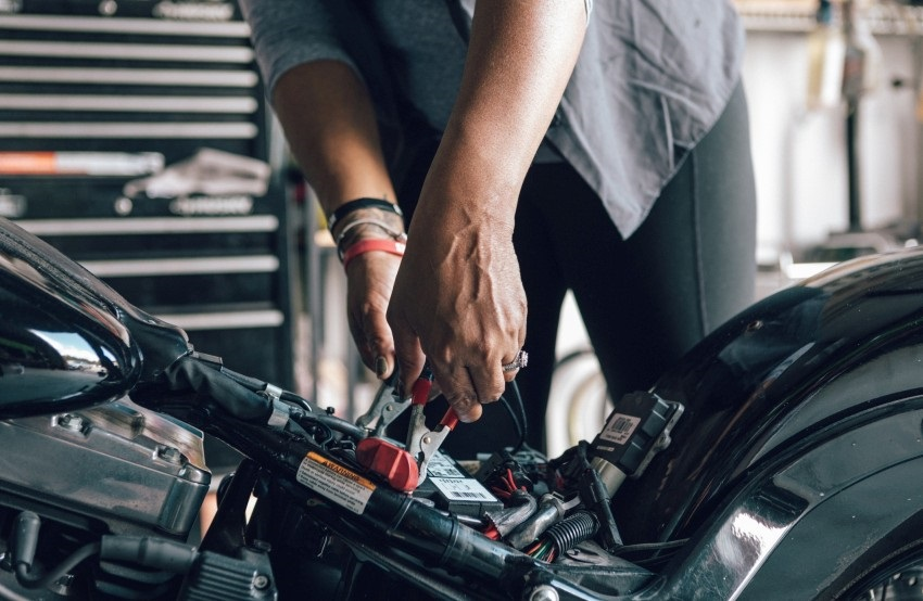 Nabíjení baterie motocyklu