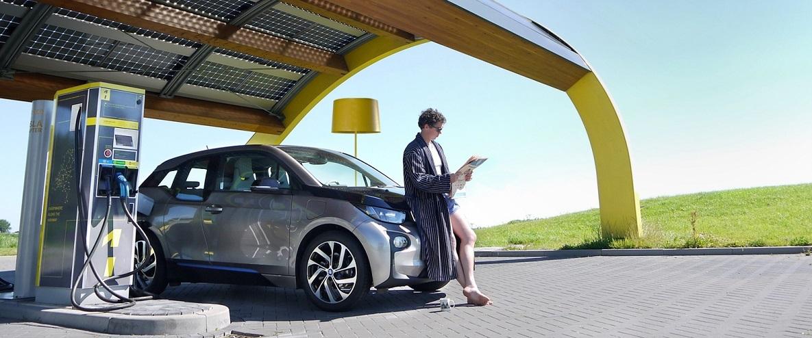 Nabíjení elektromobilu na stanici
