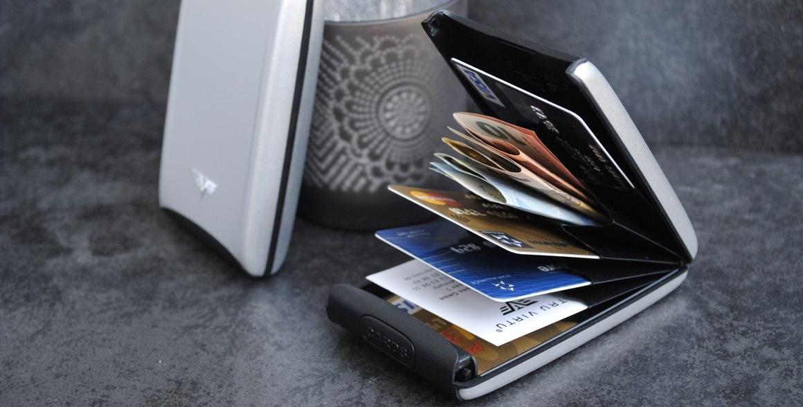 Jsou vaše peníze a platební karty v bezpečí? Máme pro vás tip na dárek na poslední chvíli