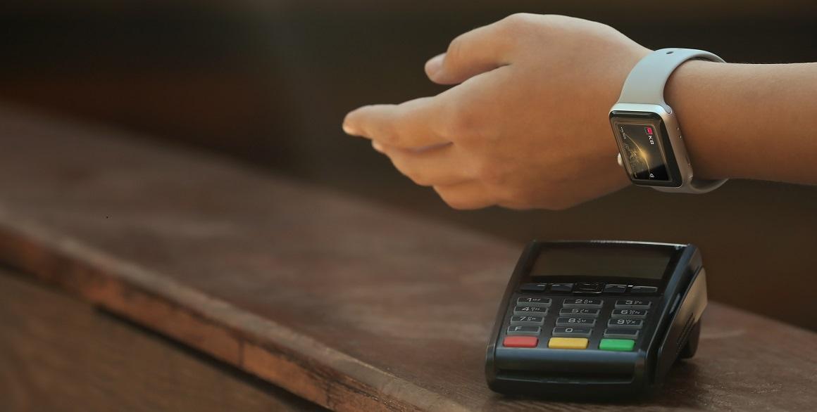 Platba hodinkami přes KB