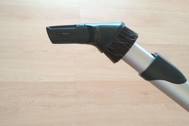 Štěrbinová hubice na úzká, těžko dostupná místa (radiátory, místa za skříní)