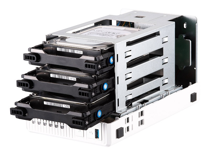 QNAP TS-328, NAS server, instalace disků