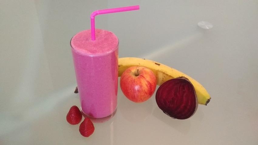 Smoothie červená řepa, jahoda, jablko, banán, jogurt