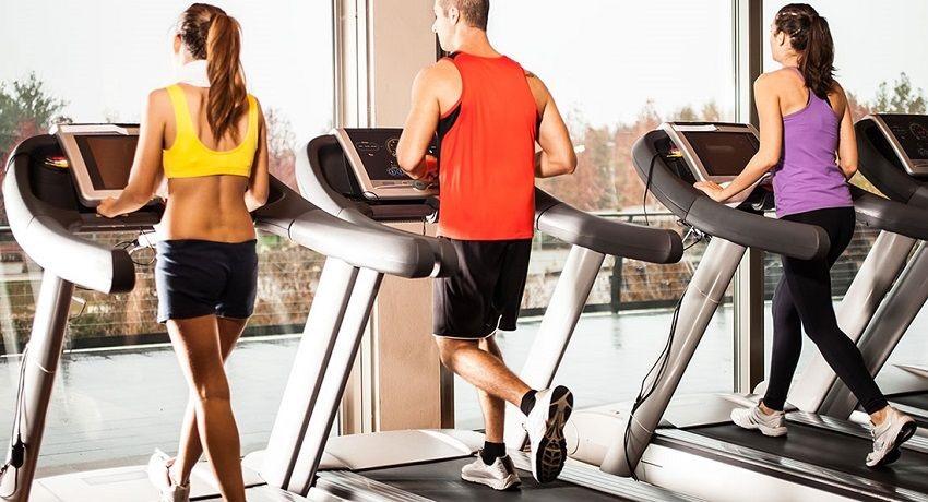 Běžecké pásy; sportovci; fitness centrum