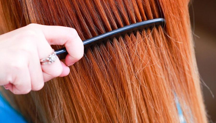 Suché vlasy, česání