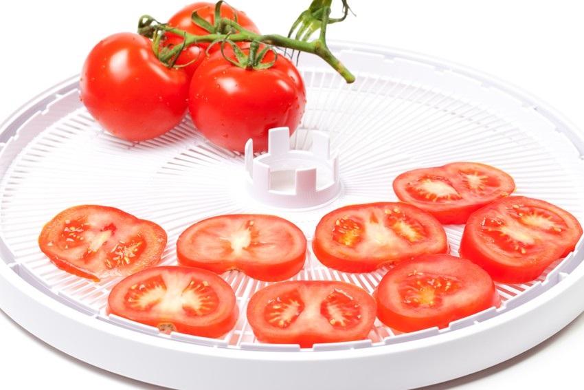 Sušení rajčat pomocí sušičky