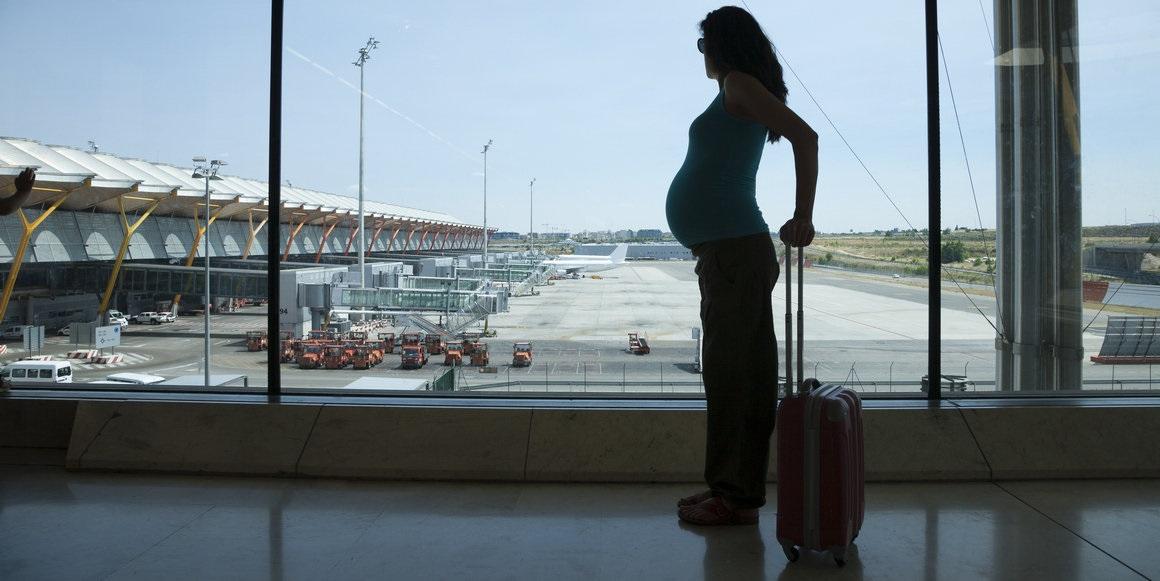 Létání v těhotenství. Je bezpečné?