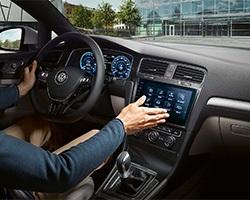 Volkswagen e-Golf; palubovka; manipulace