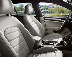 Volkswagen e-Golf; interiér, sedačky