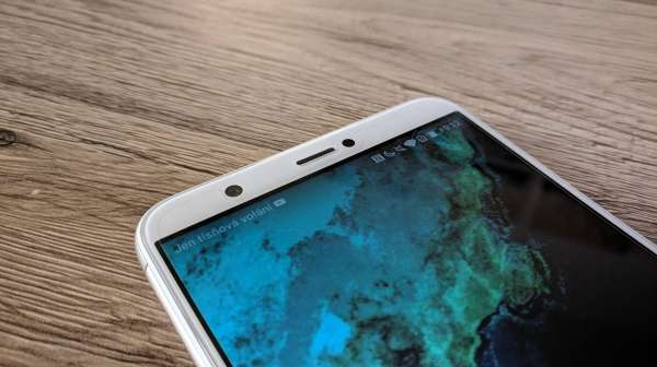 Huawei P smart fotka - detail na nalepenou folii