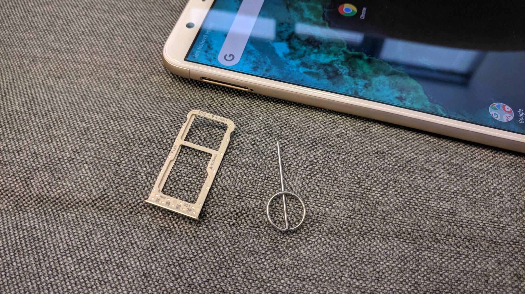 Huawei P smart hybridní slot a špendlík