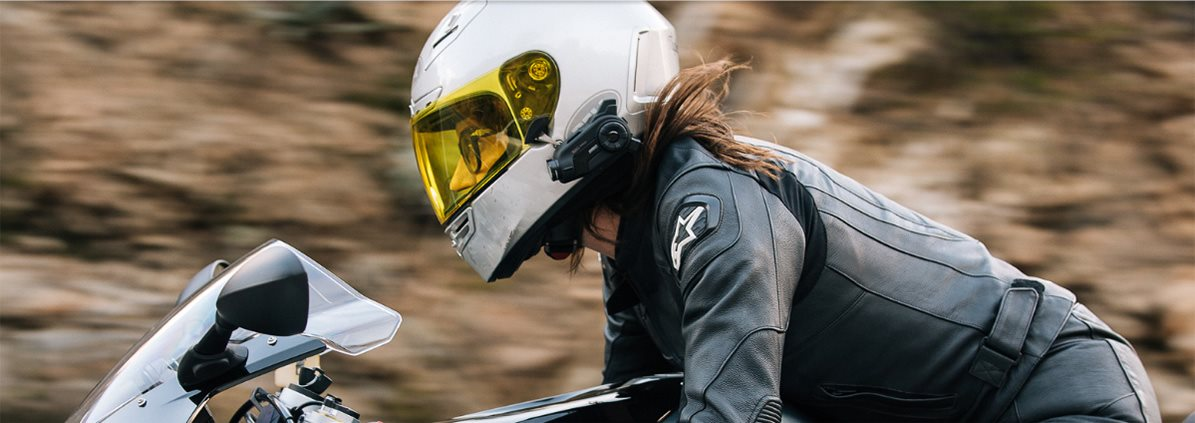 Interkom na motorku s integrovanou kamerou
