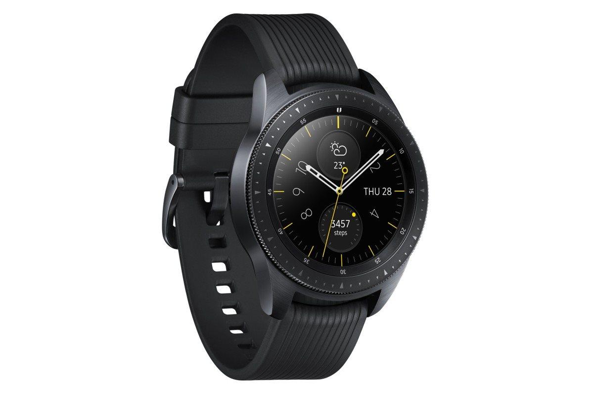 Nabití hodinek je navíc velice jednoduché – stačí je položit na bezdrátovou  nabíjecí podložku. Skvělý výkon pak zajišťuje dvoujádrový 1 53a8a34f8d
