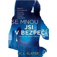 Se mnou jsi v bezpečí - Elektronická kniha - Se mnou jsi v bezpečí je podmanivý psychologický thriller, který vás chytne a nepustí. Pokud se vám líbily knihy Dívka ve vlaku a Zmizelá, neměli byste tento román minout. -  K. L. Slater