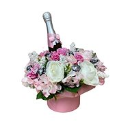 Flower box made of pink ranunculus with Lindt candies and sparkling wine 35 cm - Gift Box