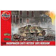 "Classic Kit tank A1353 - JagdPanzer 38 tonne Hetzer ""Late Version"" - Model tanku"