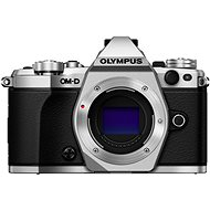 Olympus E-M5 Mark II tělo + objektiv 14-42mm EZ stříbrný/černý - Digitální fotoaparát