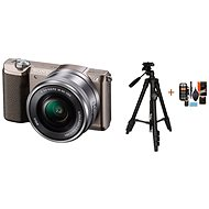 Sony Alpha A5100 hnědý + objektiv 16-50mm + Rollei Foto Starter Kit 2 - Digitální fotoaparát