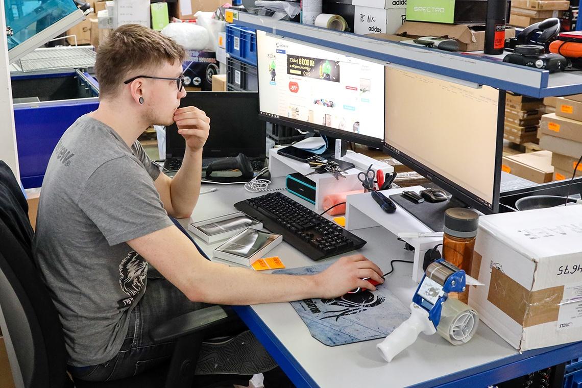 fotografie zaměstnanců oddělení Reklamace