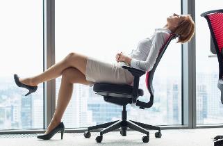 Při reklamaci židle stačí vyfotit závadu