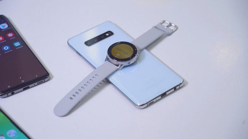 Samsung Galaxy S10+ a nabíjení chytrých hodinek