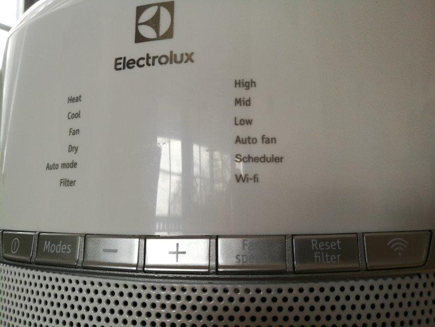 Ovládání a displej mobilní klimatizace Electrolux WP71-265WT