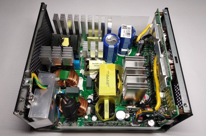 Vnitřnosti zdroje - otevřená krabice; Seasonic SSR-600TL