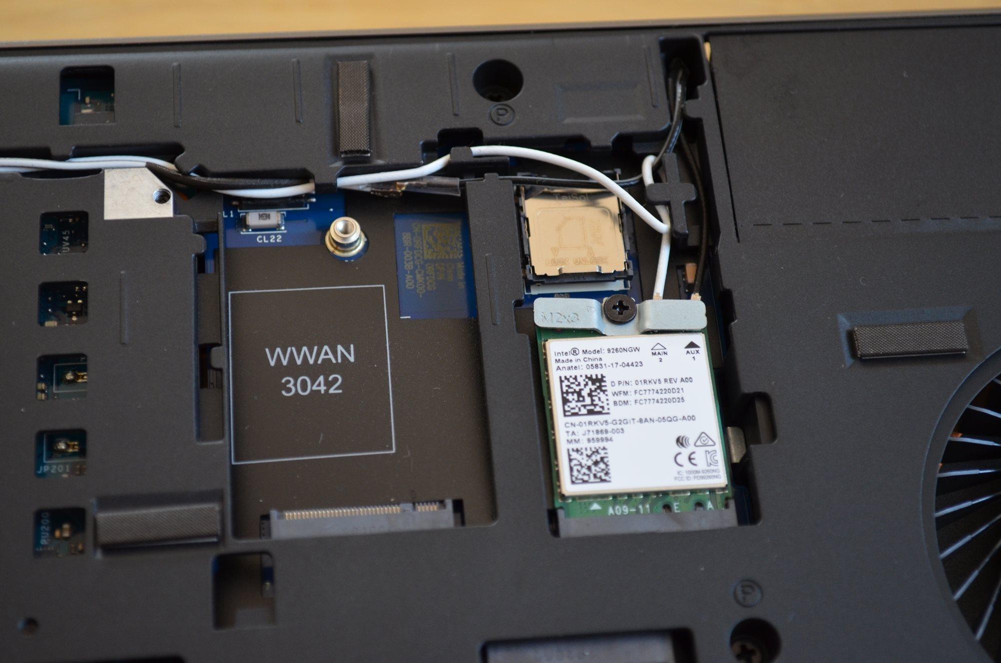 WWAN slot a Wi-Fi/Bluetooth adaptér Dell Precision 7730 R11CM.