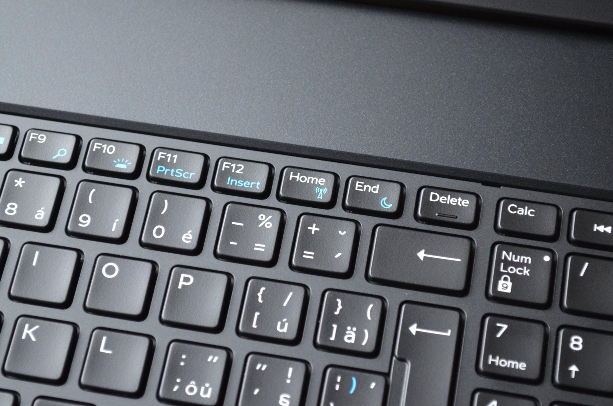 Klávesy Home a End na notebooku Dell Precision 7730 R11CM najdete v horní části klávesnice.