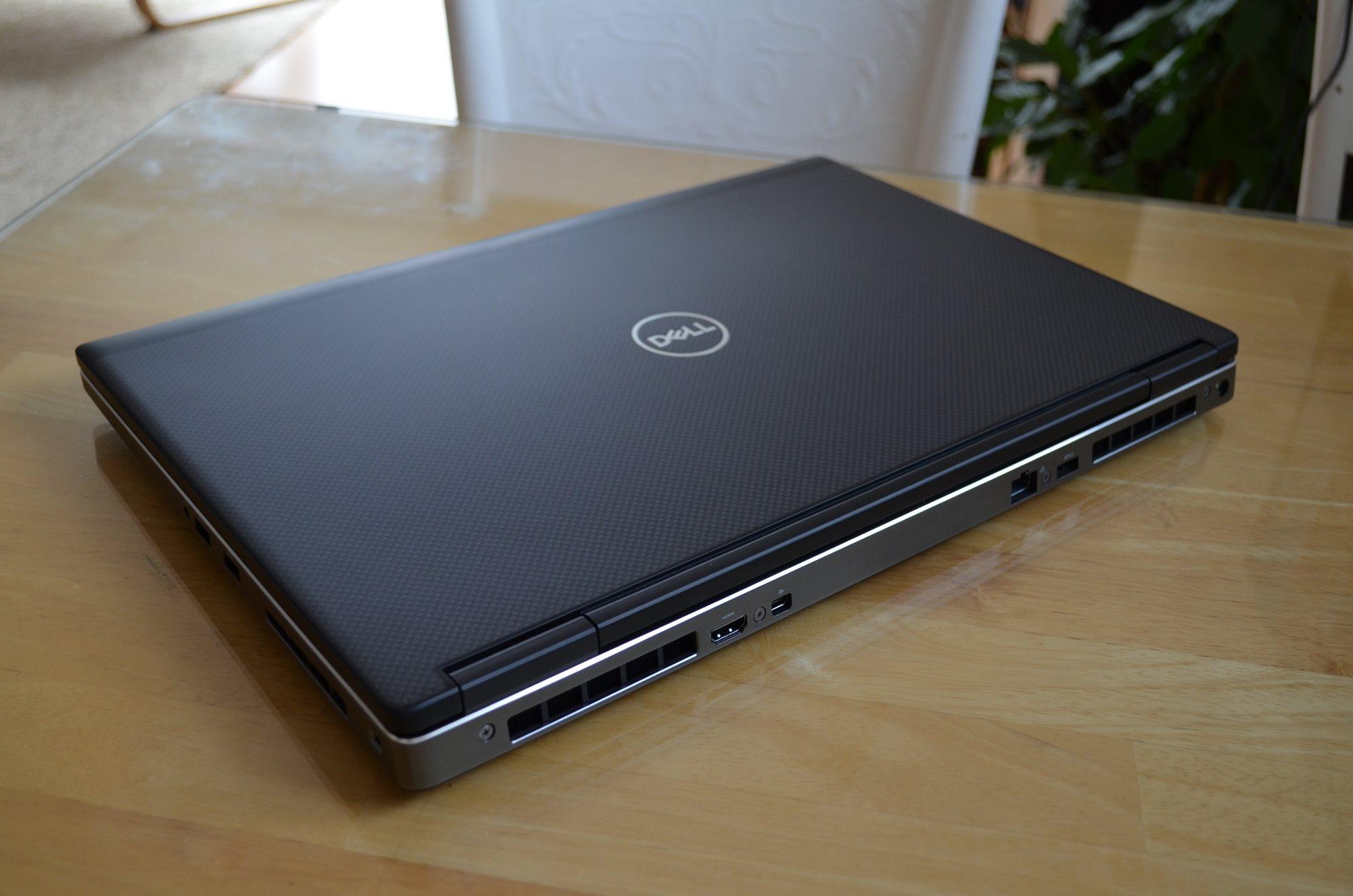Dell Precision 7730 – pohled zezadu shora