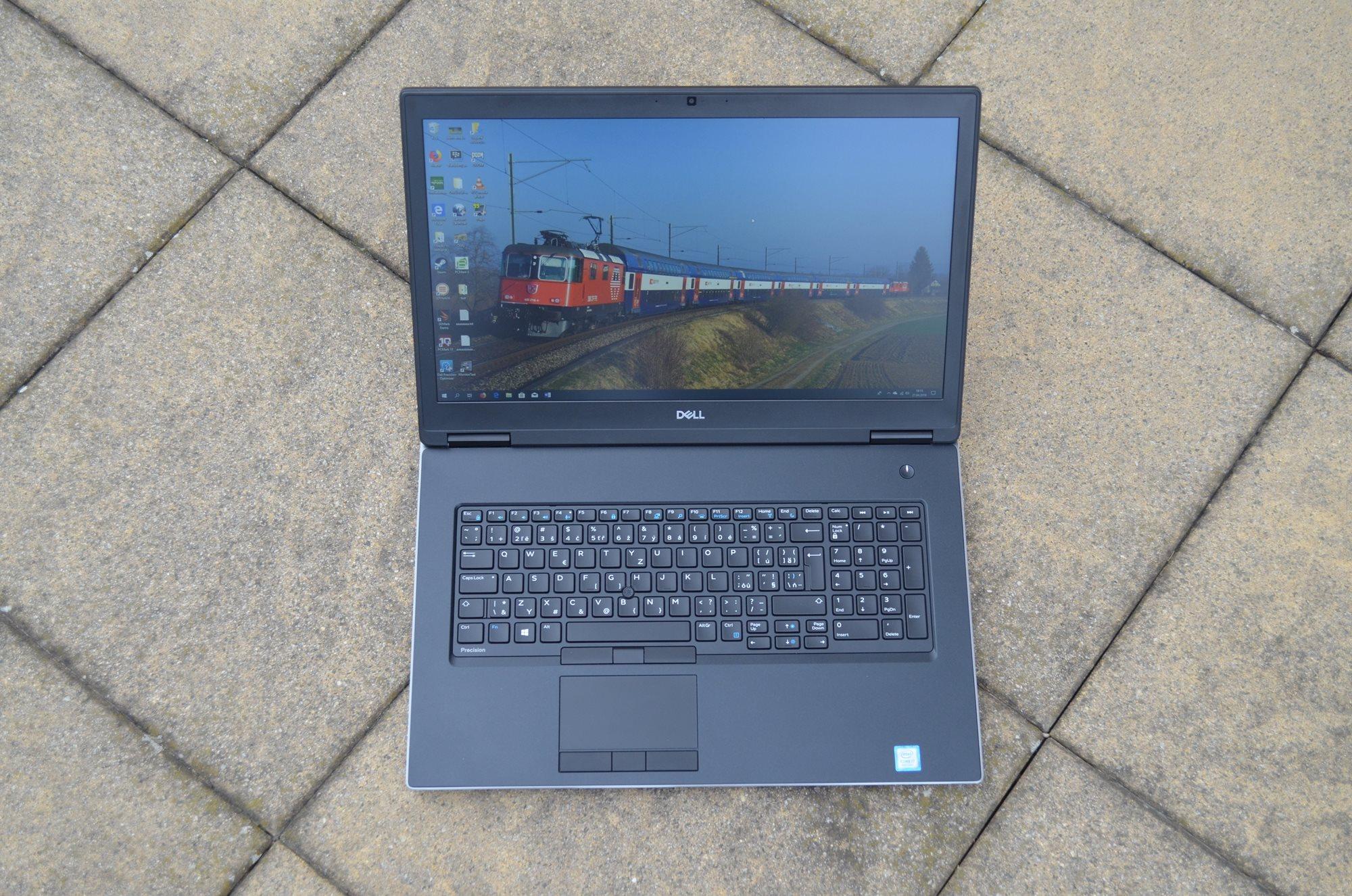 Čitelnost displeje Dell Precision 7730 R11CM za denního světla (zamračené počasí).
