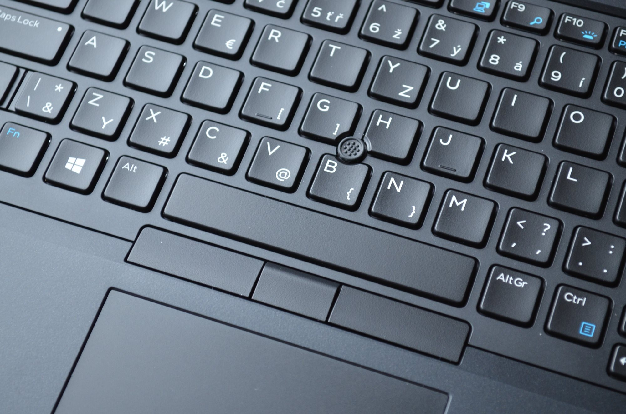 PointStick není v notebooku Dell Precision 7730 zrovna dobře implementovaný.
