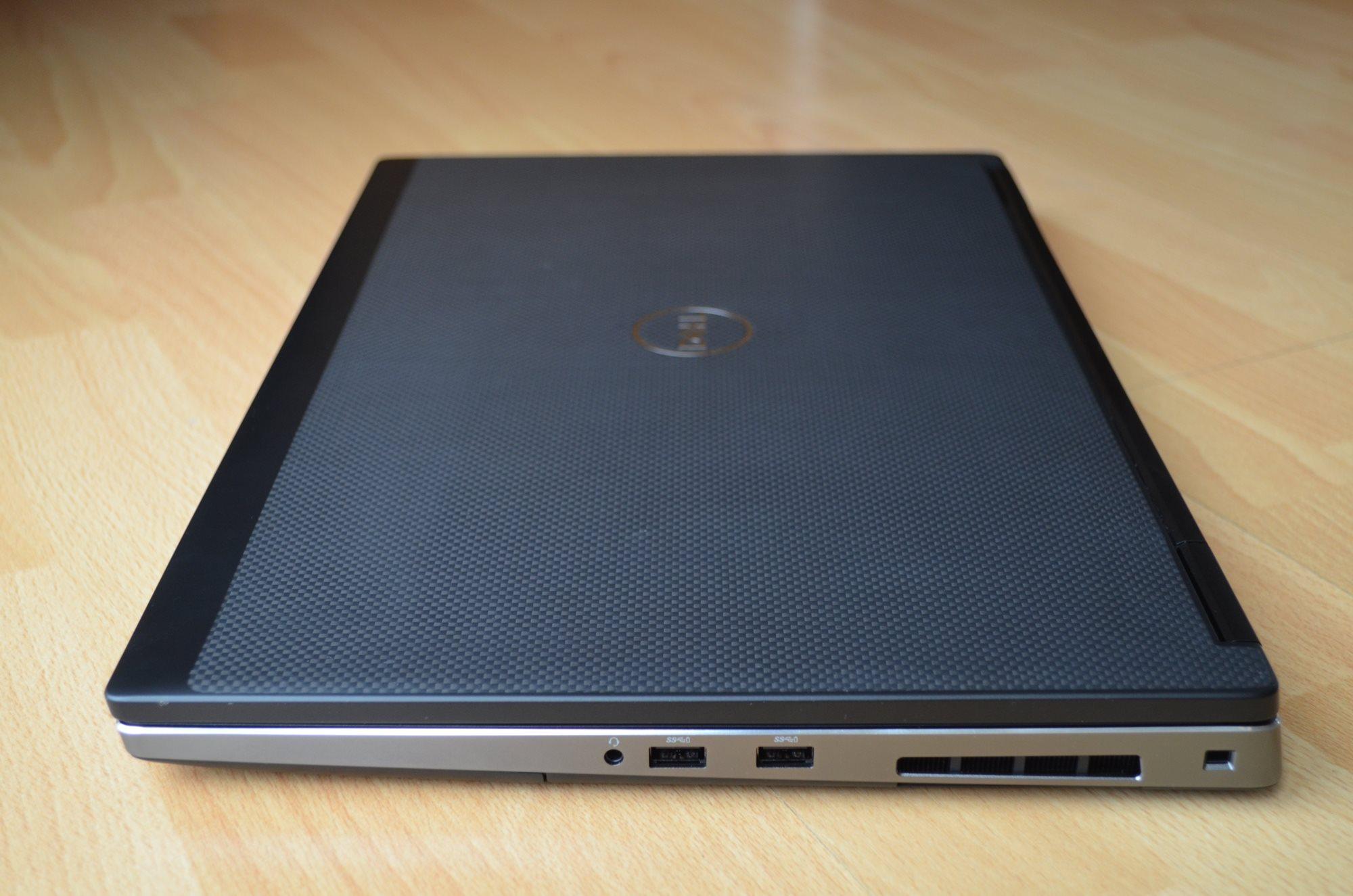 Pravý bok Dell Precision 7730 R11CM.