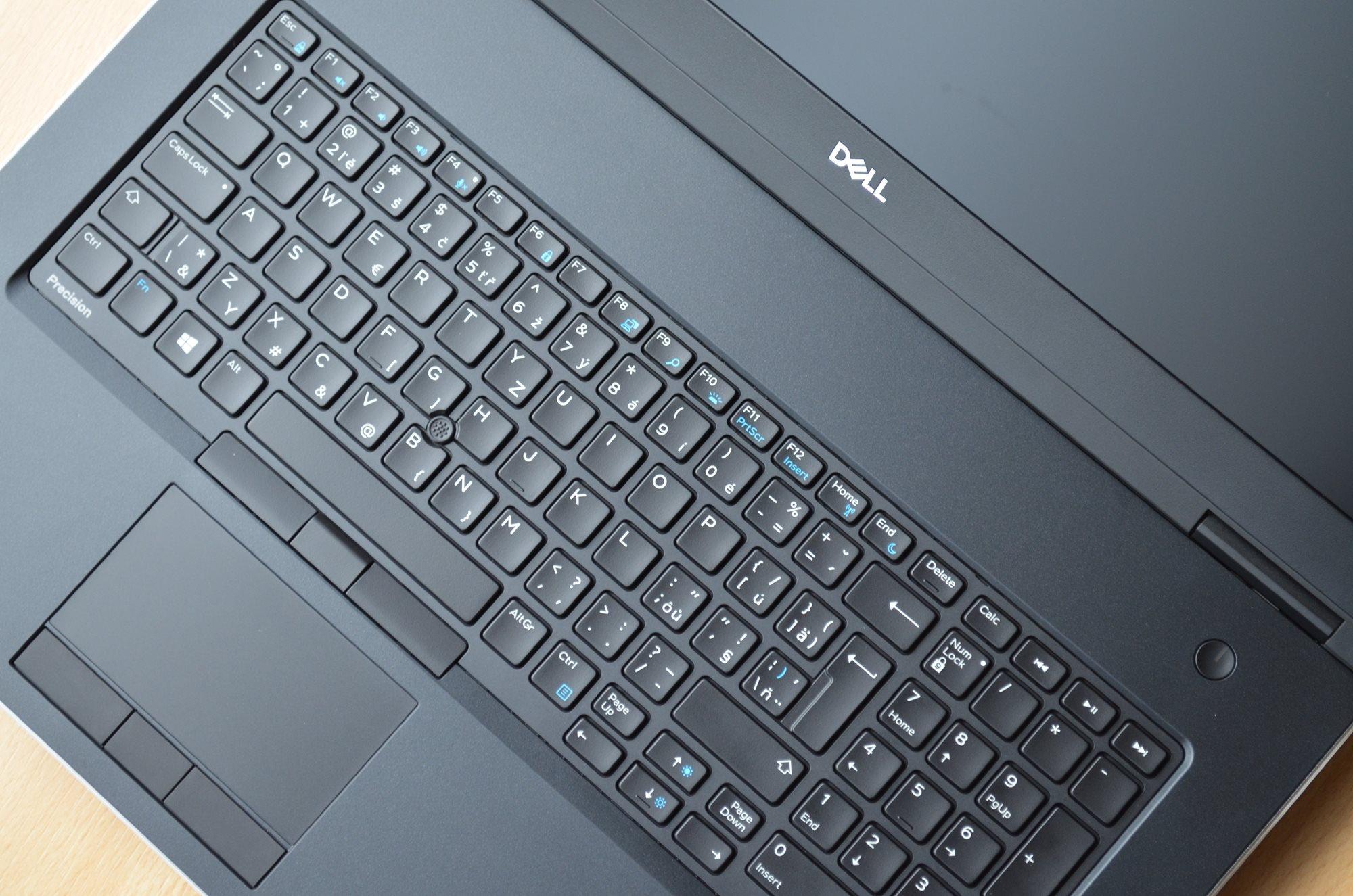 Detail ovládacích prvků Dell Precision 7730 R11CM.