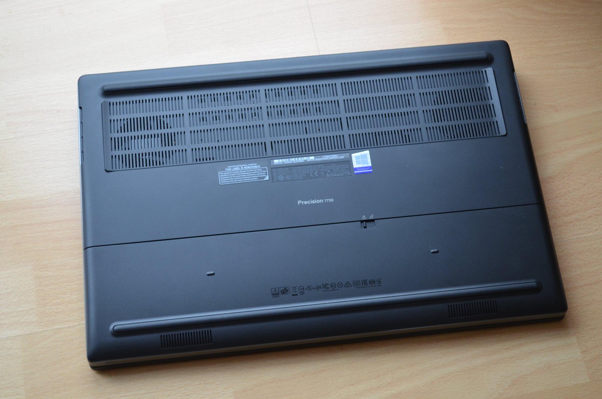 Spodní strana notebooku Dell Precision 7730 R11CM