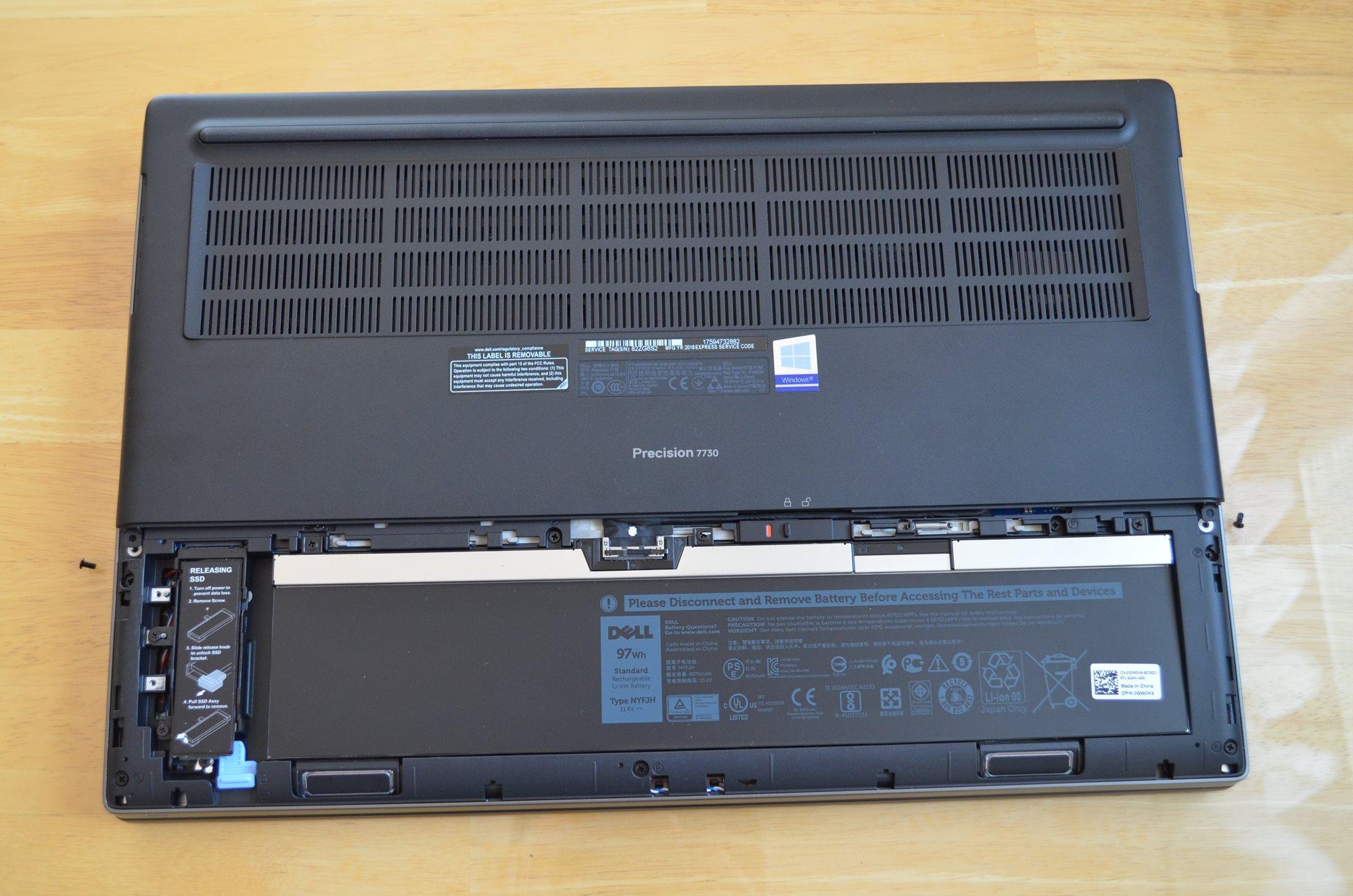 Integrovaná baterie je vyměnitelná bez demontáže celého spodního krytu, Dell Precision 7730 R11CM.