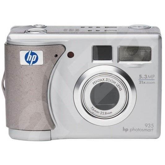 HP PhotoSmart 935, 5.3 mil. bodů, optický / digitální zoom 3x / 7x + docking station - Digitální fotoaparát