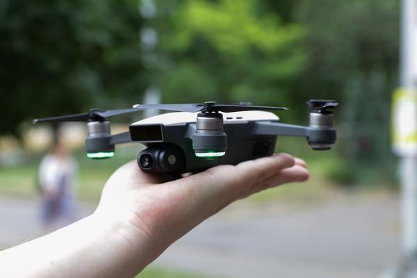 DJI Spark dron kvadrokoptéra ovládání gesty