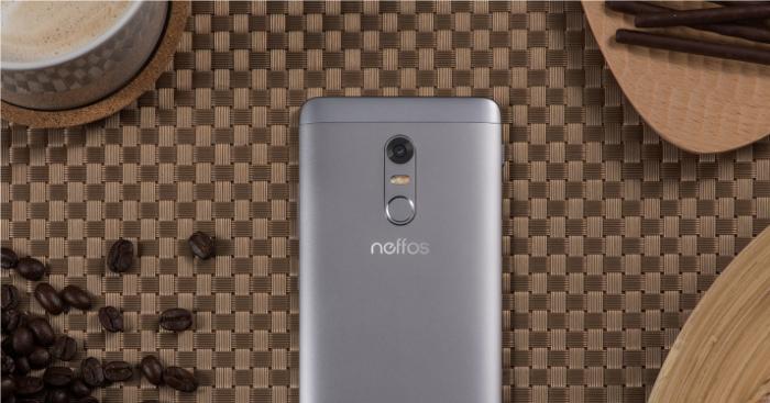 Neffos X1, zadní strana,13Mpx fotoaparát, LED blesk